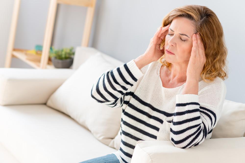 A fejfájást gyógyszeresen és alternatív módokon is lehet csillapítani.